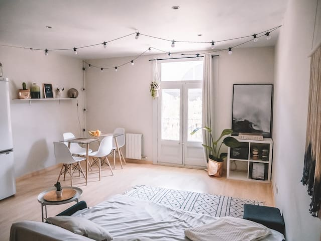 Bright room in TOP LOCATION in Barcelona