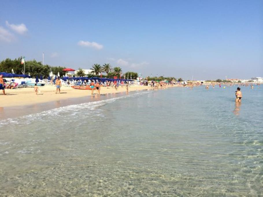 Spiaggia zona terme a circa 200 mt dall'abitazione