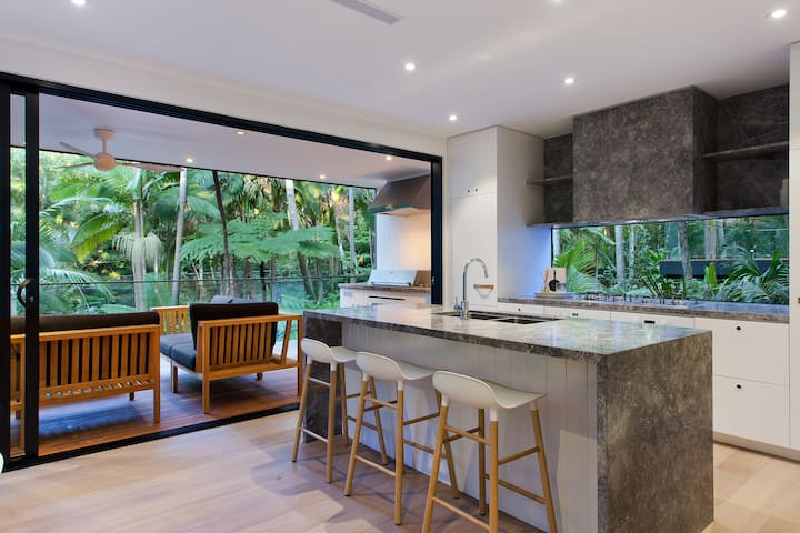 Luxury rainforest retreat, Little Cove