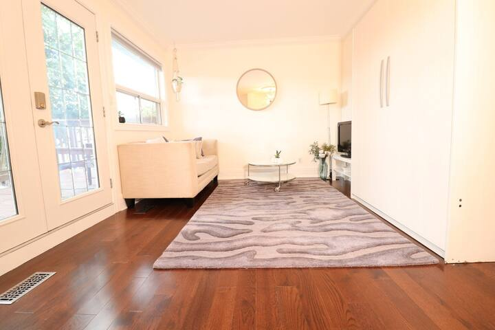 PRIVATE STUDIO IN THE CITY WITH WALKOUT DECK