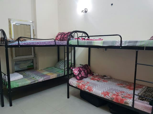 Bed space available near burjuman metro station - Dubai - Apartemen