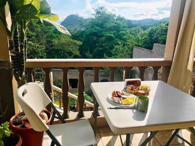 Beautiful Bedroom Private Balcony & Free Breakfast