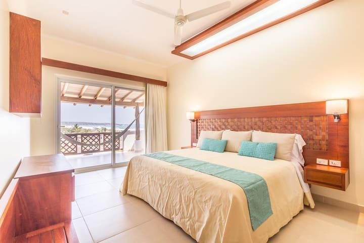Cozy New Apartment on beachfront Zicatela