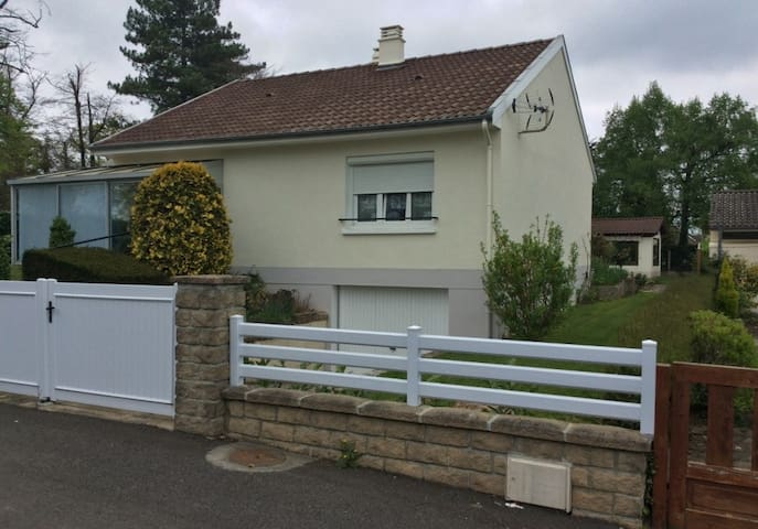 Calm 6 persons house with garden near Limoges - Condat-sur-Vienne - House