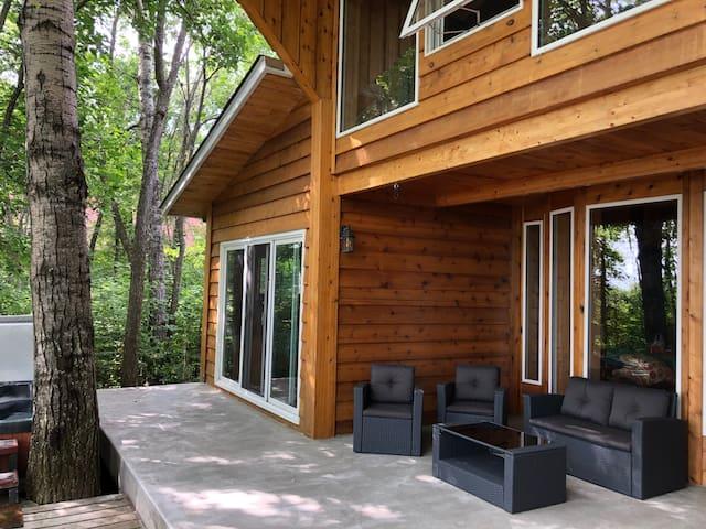 Incredible Lakefront Cabin Hottub/Steam Sleeps 22+