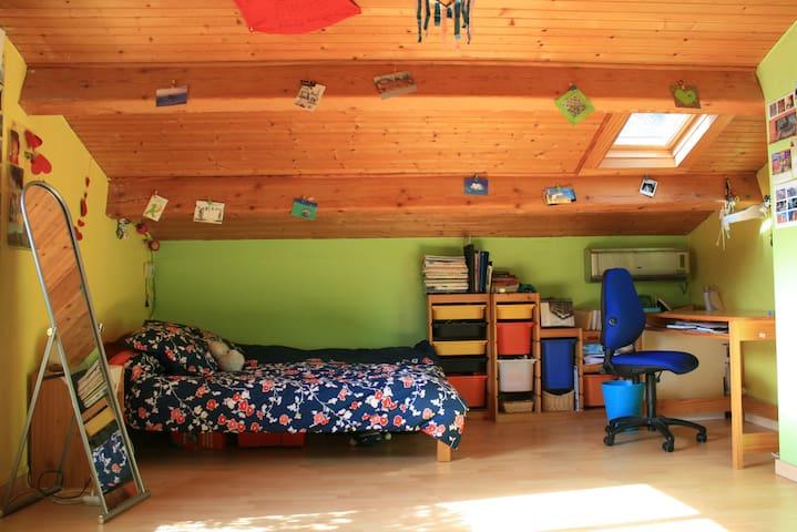 Chambre sous les toits - Aubagne - Hus