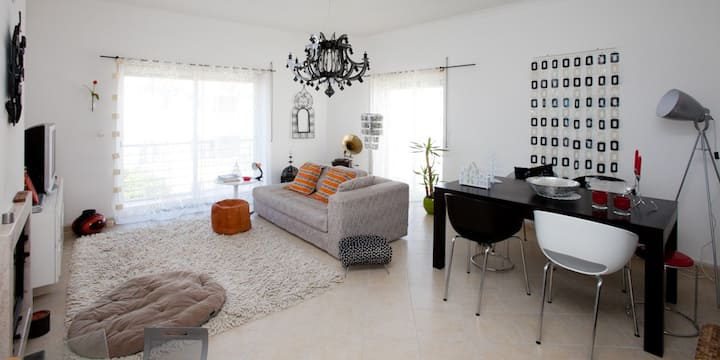 Cosy apart.with pool near the beach