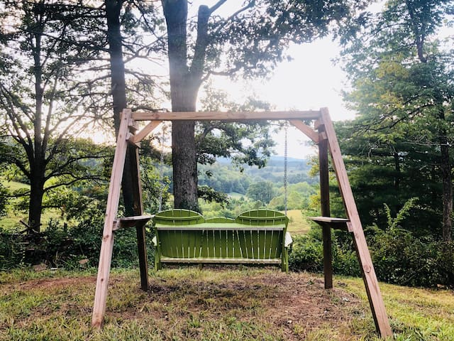 Brand New Amish Cabin-W/Hot Tub 15Min to Asheville