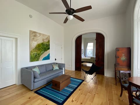 Gorgeous Victorian One Bedroom in Troy