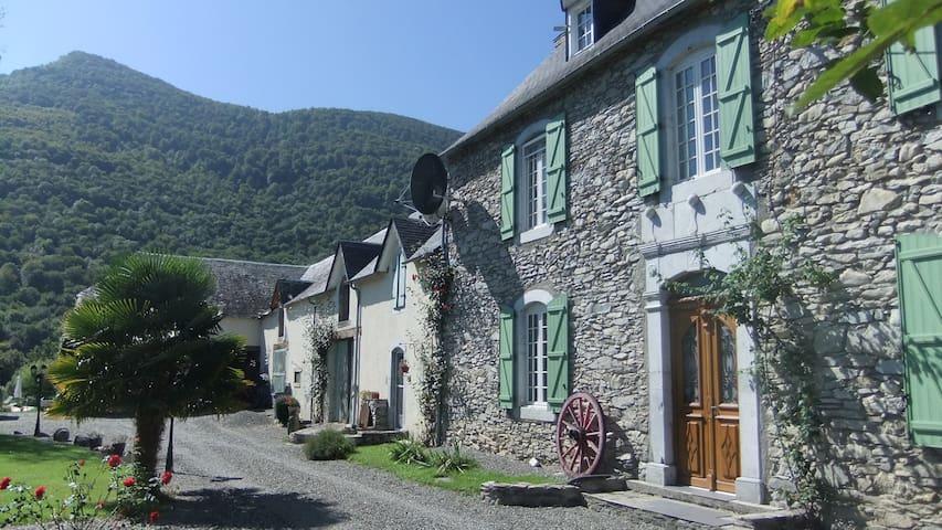 Village 1771 Maison Maitre stone property