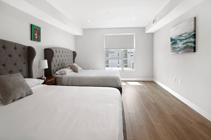 2 Queen sized beds with high quality linens