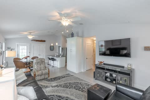 New Listing ! Close to the beach, west end of PCB.