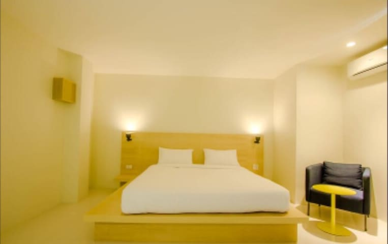 One Bed Luxury Room w/ City View - Thung Song - Pousada
