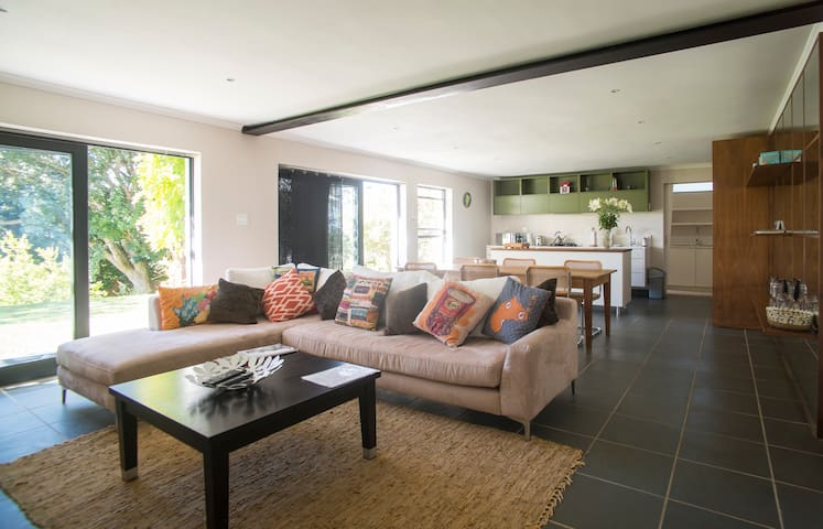 APARTMENT ON CONSTANTIA WINE ROUTE