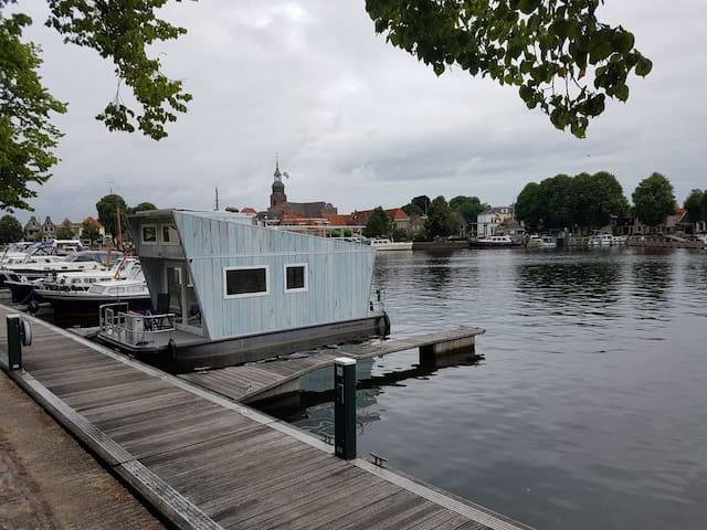 Tiny Houseboat in Heeg   Genieten op het water