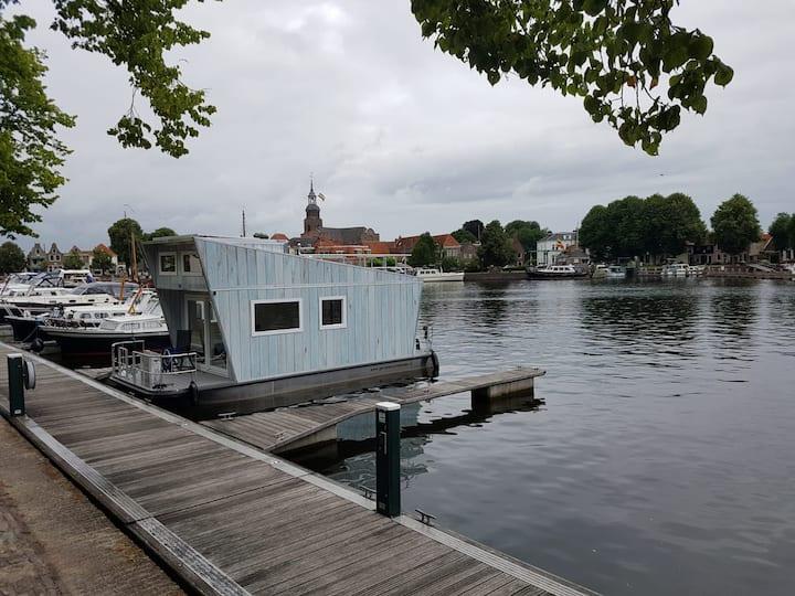 Tiny Houseboat in Heeg | Genieten op het water