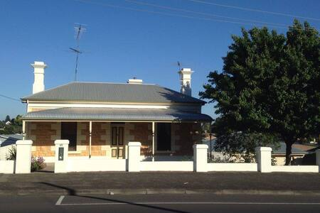 Restored 1900's Villa close to city - Mount Gambier