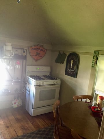 Full size gas stove with all needed cookware and utensils provided.