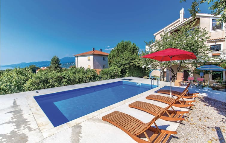Holiday cottage with 5 bedrooms on 238 m²