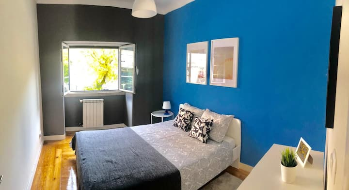 ////Brand new double room next to station, centre