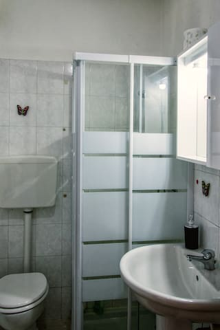 small but functional bathroom.
