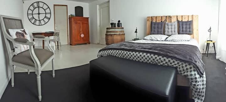 Chambre au tonneau à Fleurie ( Chambre de 21 m2)
