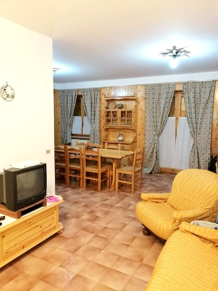 Apartment with 3 bedrooms in Camigliatello Silano, with wonderful mountain view and terrace - 2 km from the slopes