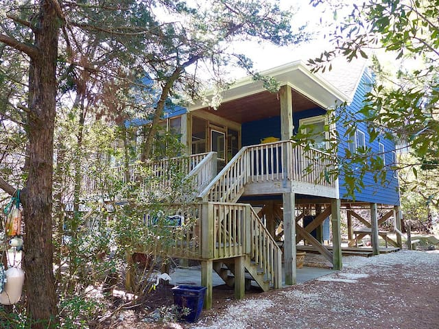 Wavecrest-Beautifully decorated island home.
