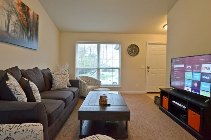 Ashton Place - just minutes from West Port Plaza!