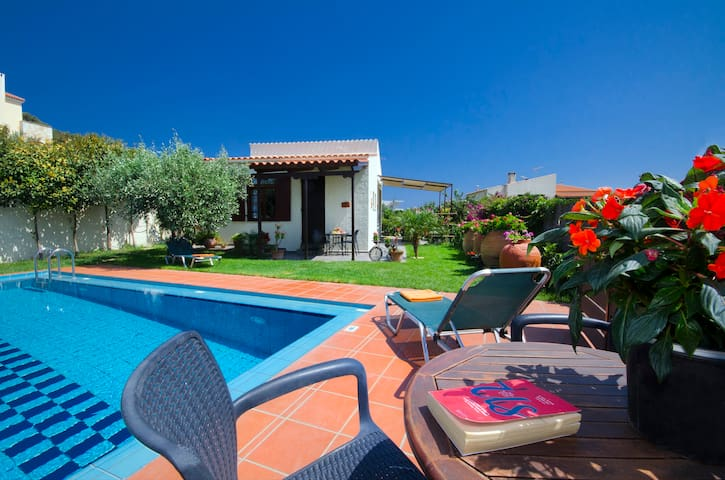 1 bedr Villa with pool in a picturesque position!!