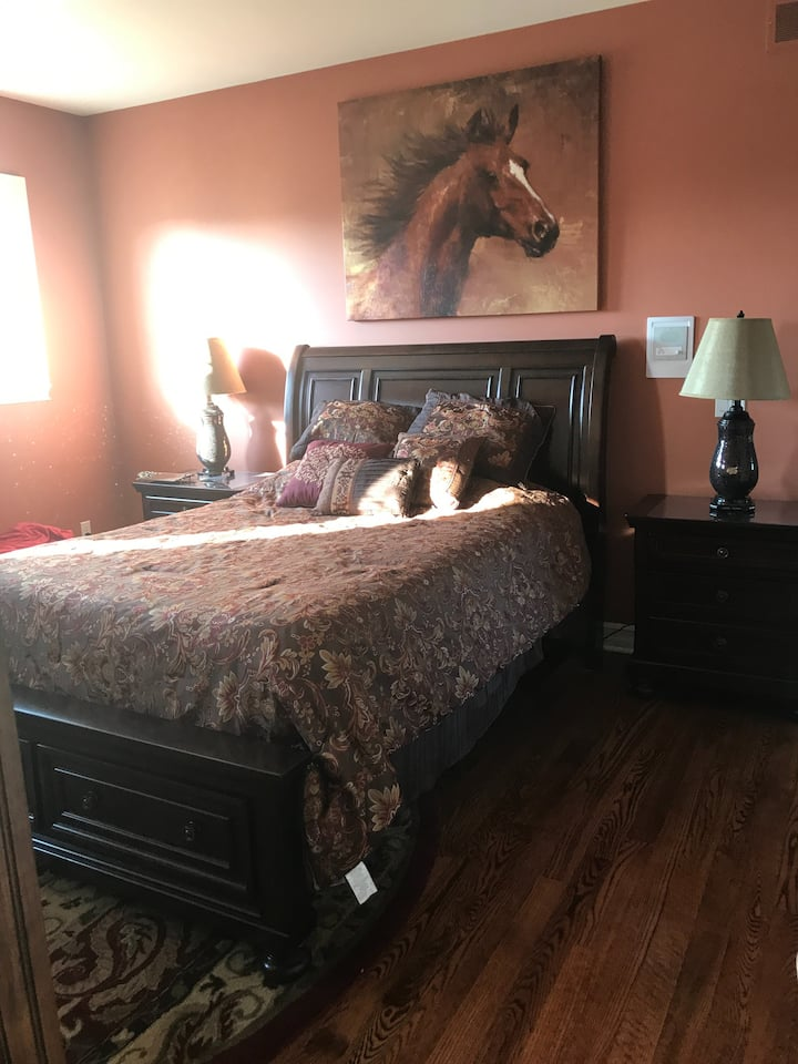 Well dressed luxury private room w/bath & garage