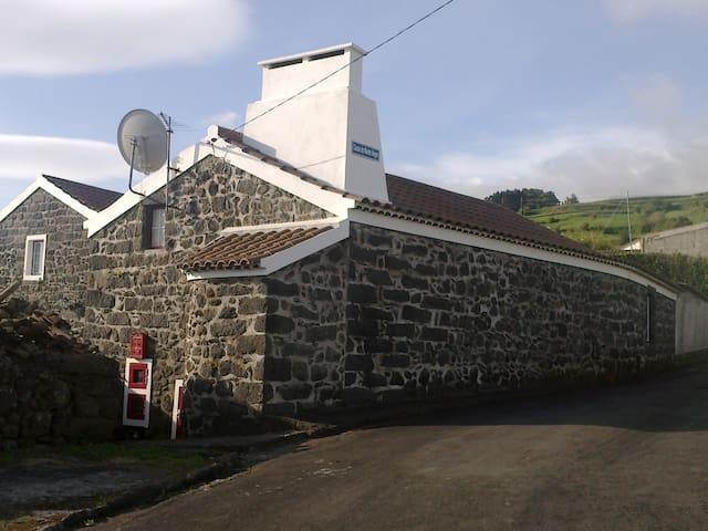 CASAS DO MONTE ALEGRE - Casa Laranja