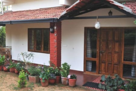 37, Malabar Road- The homestay(Blue Room)Coorg