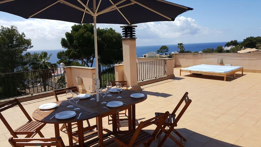 Casa AINA con espectaculares vistas al mar