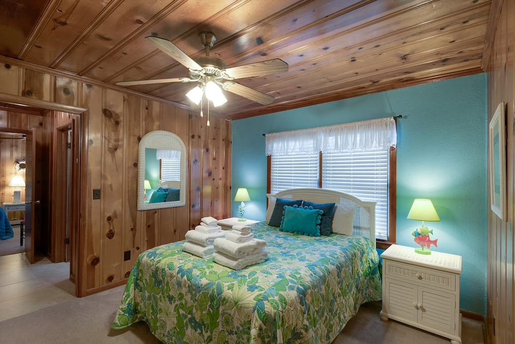 Old Florida Style, Cozy Guest Room