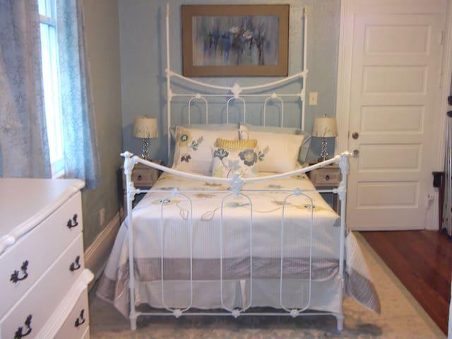 Bedroom #1 - sleeps 2