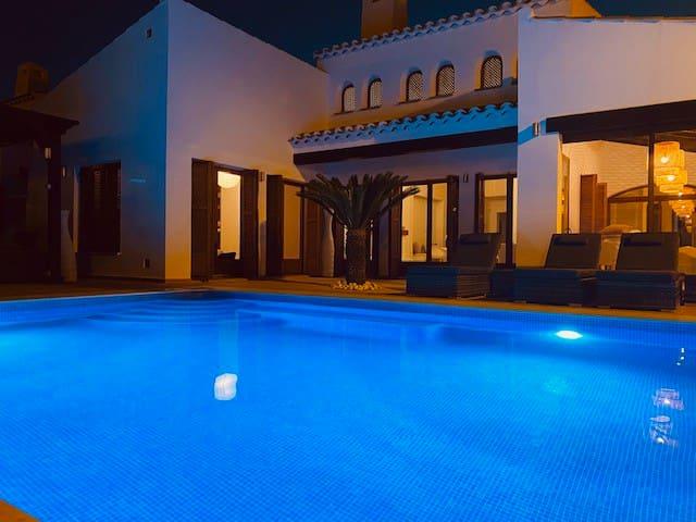 Casa Escapar - Villa With Heated Pool Sleeps 8
