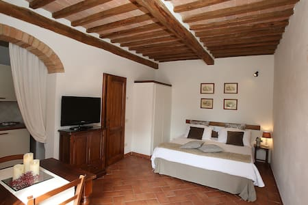 Apt in the heart of the first countryside of Siena