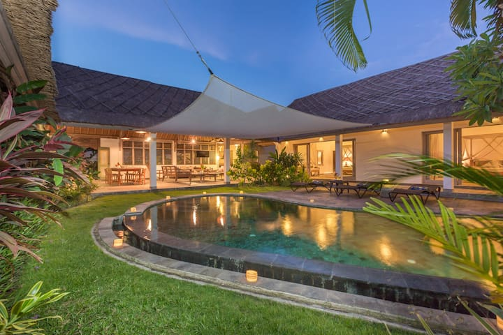 WOW , CHECK OUT THE REVIEWS. SLEEPS 8. SEMINYAK ..