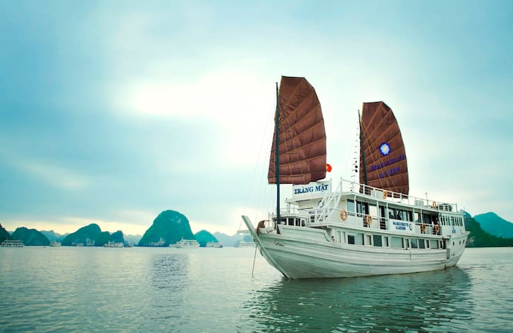 Overnight Halong Cruise with transfer and kayaking