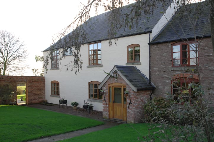 Grendon Manor Farmhouse B&B-4 miles from Bromyard