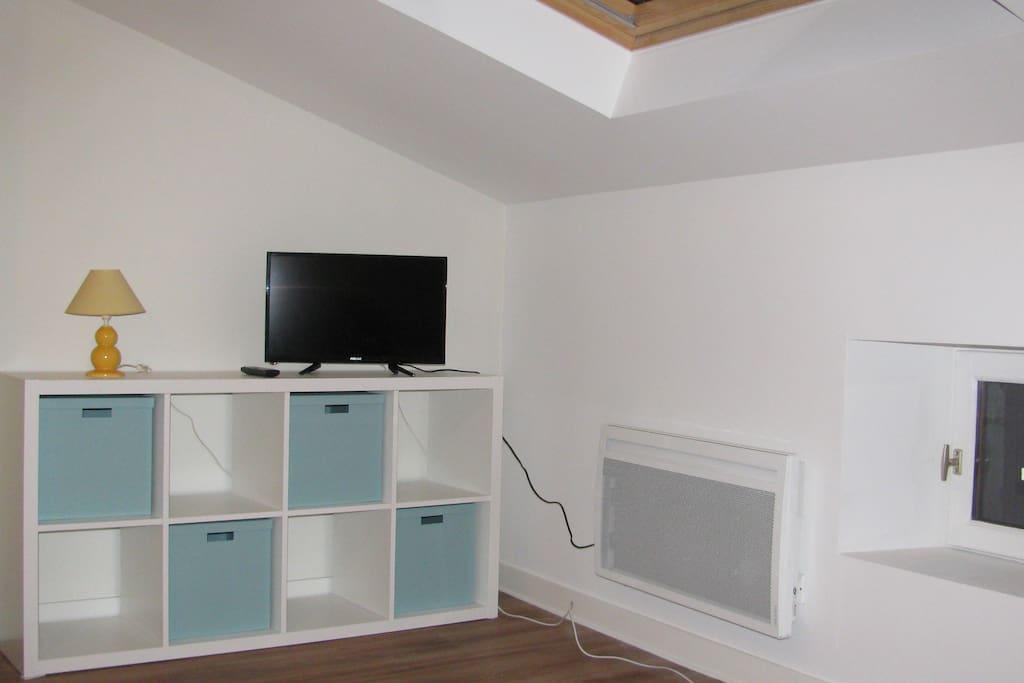 charmant studio au c ur du quartier tudiant appartements louer clermont ferrand auvergne. Black Bedroom Furniture Sets. Home Design Ideas