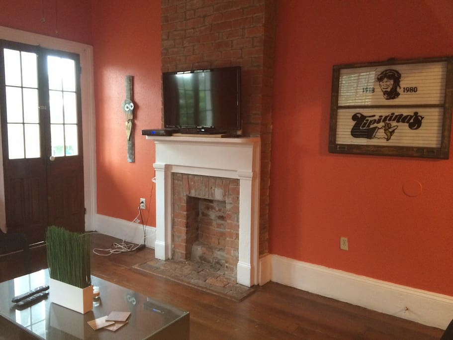 Charming 2 Bedroom Balcony Apt Apartments For Rent In New Orleans Louisiana United States