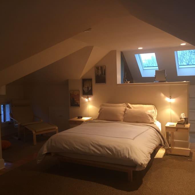 3rd Floor Attic Bedroom, Queen Bed