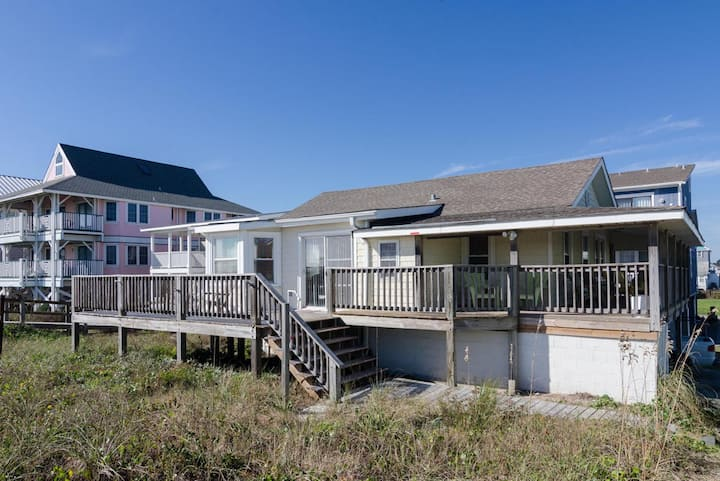 CB's Bella Vista-Classic north end oceanfront cottage with additional mother in-law suite