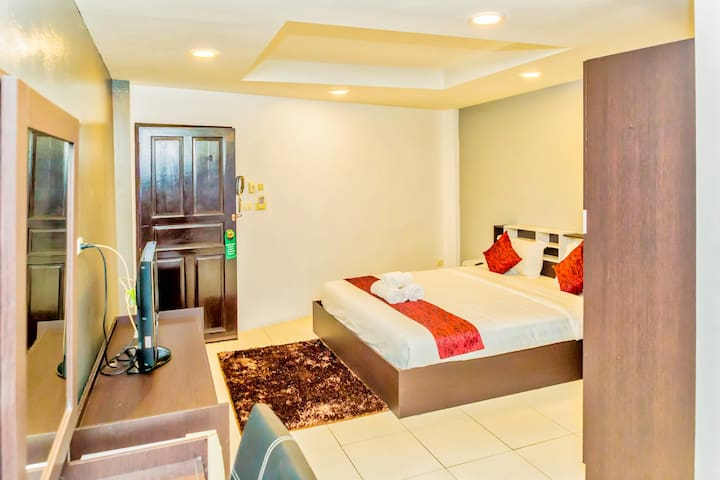 Superior Room close to Walking Street and Night Market