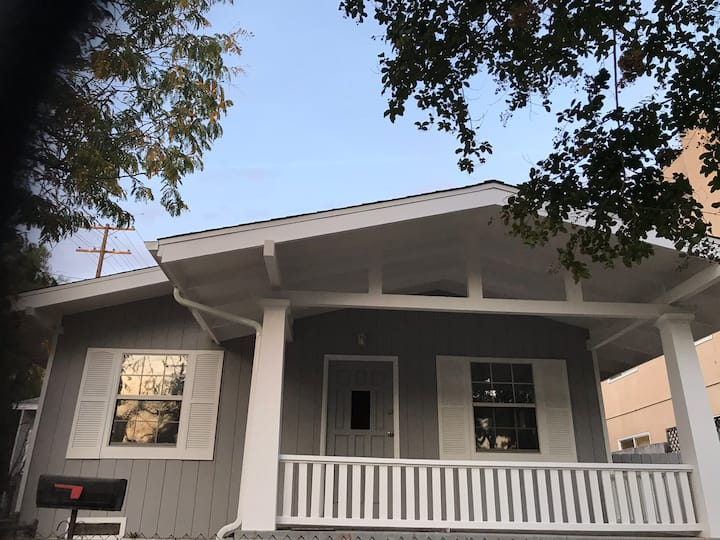 Newly Remodeled Cozy Upscale Home in Burbank