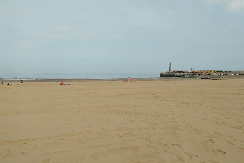 Margate sands and Harbour Arm