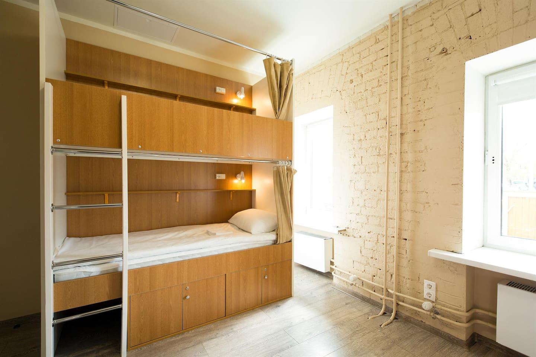 Кровать в общей комнате