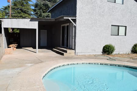 5bed/3.5 bath house with a POOL - Redding - Haus